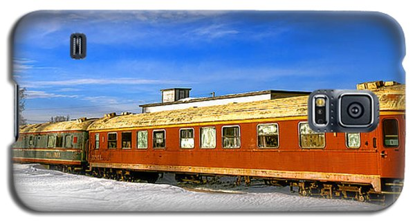 Galaxy S5 Case featuring the photograph Belfast And Moosehead Railroad Cars In Winter by Olivier Le Queinec