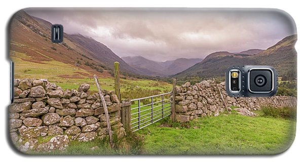 Galaxy S5 Case featuring the photograph Ben Nevis Mountain Range by Roy McPeak