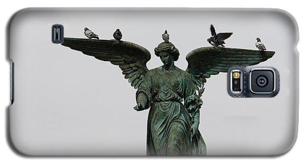 Galaxy S5 Case featuring the photograph Bethesda Fountain by Wilko Van de Kamp
