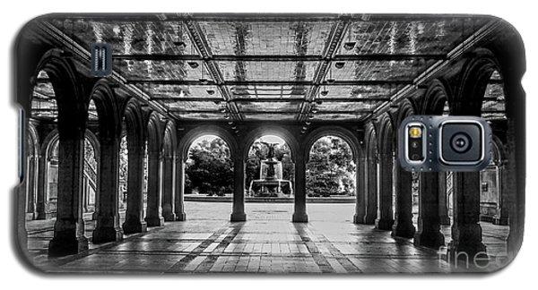 Bethesda Terrace Arcade 2 - Bw Galaxy S5 Case by James Aiken