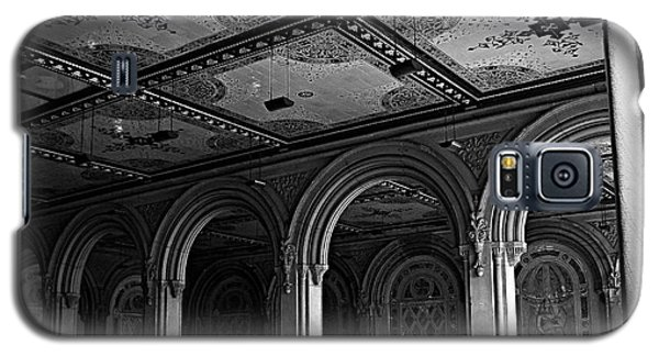 Bethesda Terrace Arcade In Central Park - Bw Galaxy S5 Case by James Aiken