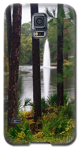 Galaxy S5 Case featuring the photograph Between The Fountain by Lori Mellen-Pagliaro