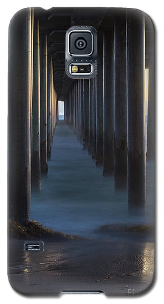 Between The Pillars  Galaxy S5 Case