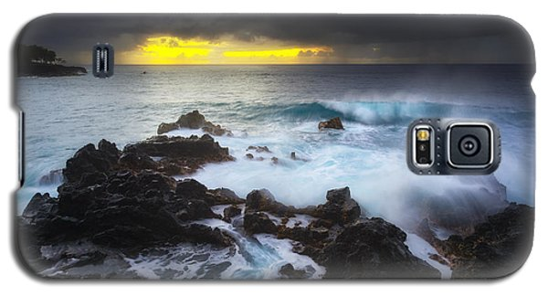 Galaxy S5 Case featuring the photograph Between Two Storms by Ryan Manuel