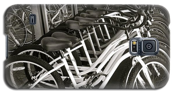 Bicycles In Belmont Shore Galaxy S5 Case by Gwyn Newcombe