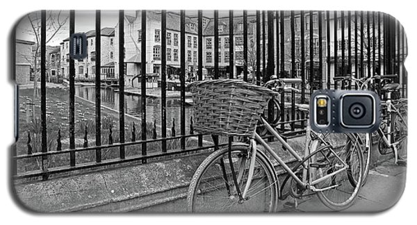 Galaxy S5 Case featuring the photograph Bicycles On Magdalene Bridge Cambridge In Black And White by Gill Billington