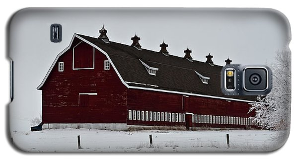 Big Red Barn In The Winter Galaxy S5 Case
