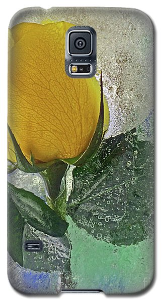 Galaxy S5 Case featuring the digital art Big Yellow by Terry Foster