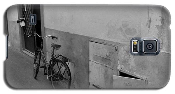Bike In Alley Galaxy S5 Case