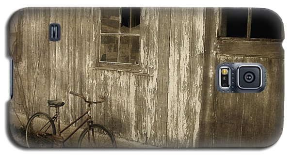 Bike With Barn Galaxy S5 Case
