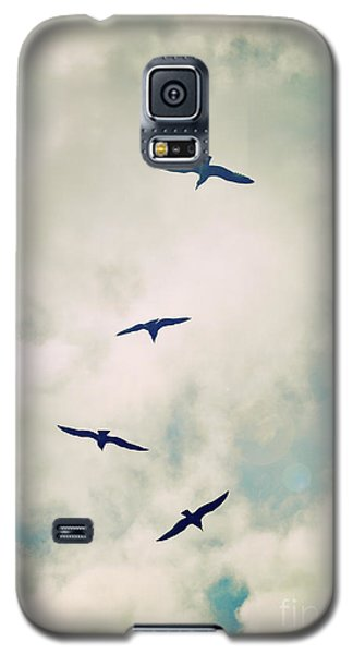 Galaxy S5 Case featuring the photograph Bird Dance by Lyn Randle