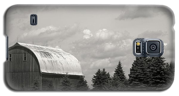 Galaxy S5 Case featuring the photograph Black And White Barn by Joann Copeland-Paul