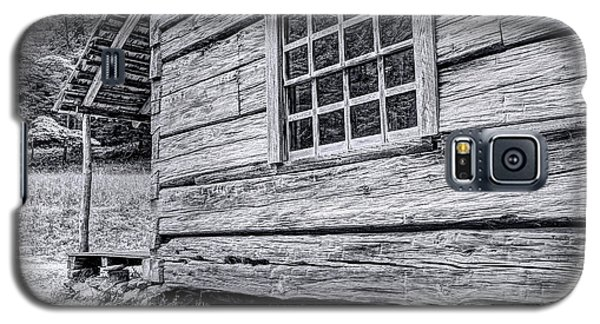 Black And White Cabin In The Forest Galaxy S5 Case