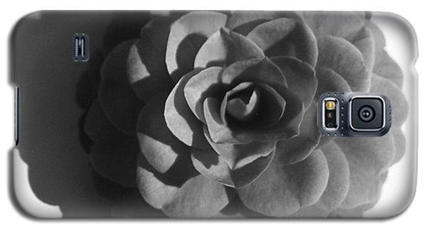 Camellia In Black And White Galaxy S5 Case