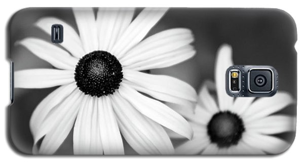Galaxy S5 Case featuring the photograph Black And White Daisy by Christina Rollo