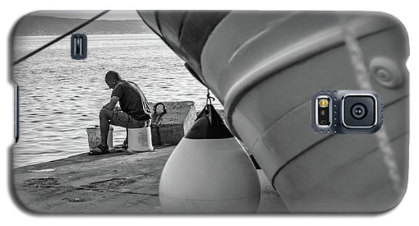 Black And White - Fisherman Cleaning Fish On Docks Of Kastel Gomilica, Split Croatia Galaxy S5 Case