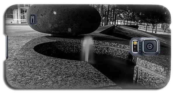 Black And White Fountain Galaxy S5 Case
