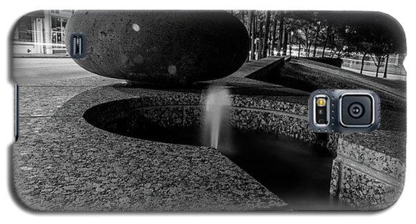 Black And White Fountain Galaxy S5 Case