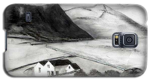 Black And White House And Hills Galaxy S5 Case