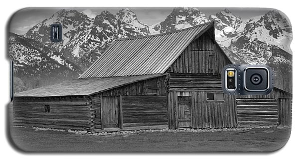 Black And White Mormon Row Barn Galaxy S5 Case by Adam Jewell