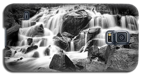 Black And White Waterfall In Lee Vining Canyon Galaxy S5 Case