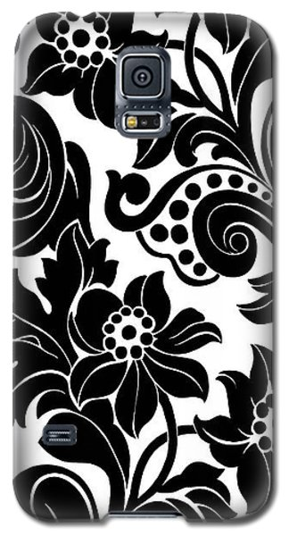 Black Floral Pattern On White With Dots Galaxy S5 Case by Gillham Studios