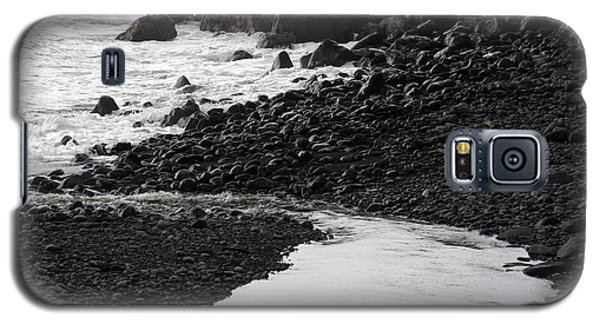 Black Lava Beach, Maui Galaxy S5 Case