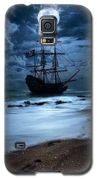 Black Pearl Pirate Ship Landing Under Full Moon Galaxy S5 Case