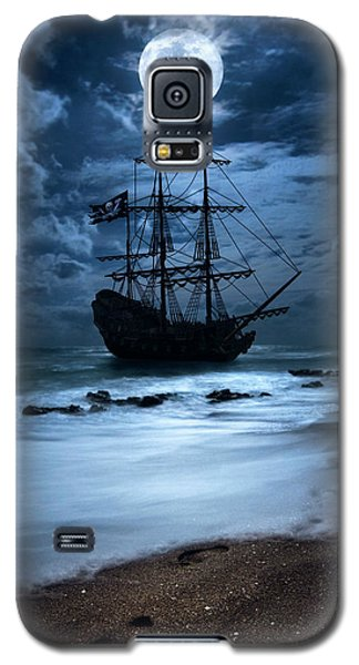 Black Pearl Pirate Ship Landing Under Full Moon Galaxy S5 Case by Justin Kelefas