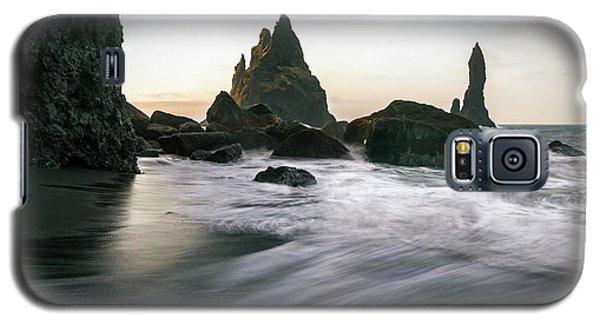Black Sand Beach In Iceland Galaxy S5 Case