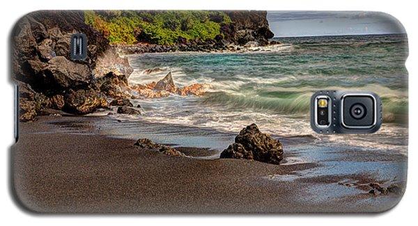 Black Sand Beach Maui Galaxy S5 Case by Shawn Everhart
