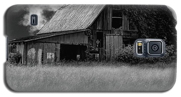 Black White Barn Galaxy S5 Case