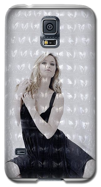 Galaxy S5 Case featuring the photograph Blonde Girl Crouching by Michael Edwards