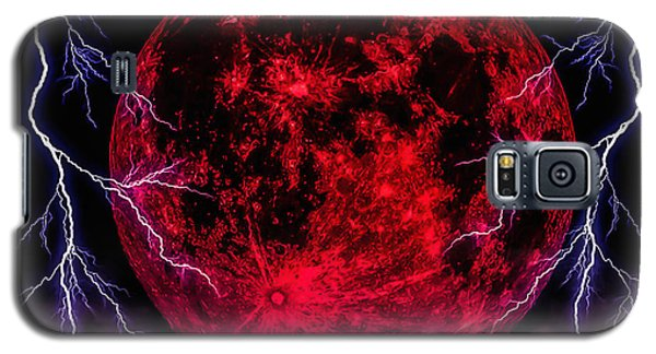 Blood Moon Over Mist Lake Galaxy S5 Case by Naomi Burgess