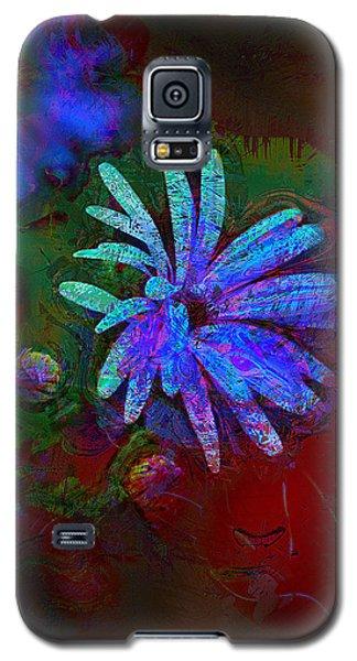Galaxy S5 Case featuring the photograph Blue Daisy by Lori Seaman