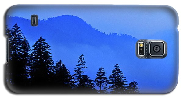 Galaxy S5 Case featuring the photograph Blue Morning - Fs000064 by Daniel Dempster