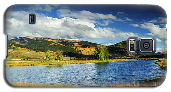 Galaxy S5 Case featuring the photograph Blue Skies Over Crested Butte by John De Bord