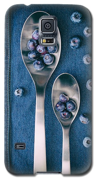 Blueberries On Denim I Galaxy S5 Case by Tom Mc Nemar