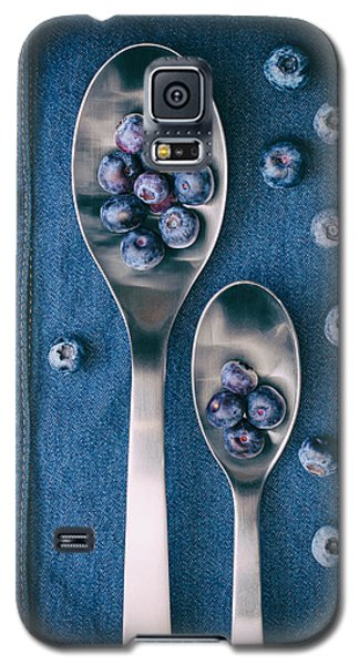Blueberries On Denim I Galaxy S5 Case by Tom Mc Nemar