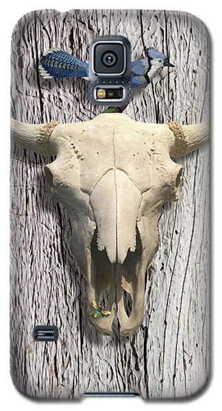 Bluejay Galaxy S5 Case - Bluejay And The Buffalo Skull by Gary Grayson