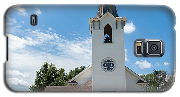 Galaxy S5 Case featuring the photograph Bluffs Trinity Lutheran Church by Edward Peterson