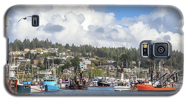Boats In Yaquina Bay Galaxy S5 Case by James Eddy