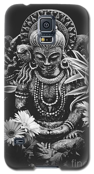 Galaxy S5 Case featuring the photograph Bodhisattva Parametric by Sharon Mau