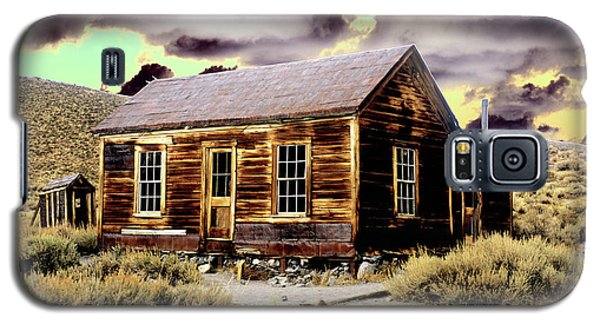 Galaxy S5 Case featuring the photograph Bodie House by Jim and Emily Bush