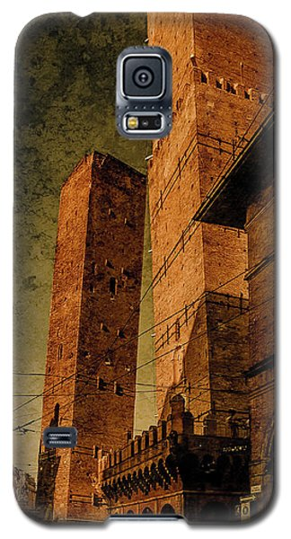 Galaxy S5 Case featuring the photograph Bologna, Italy - The Two Towers by Mark Forte