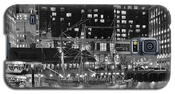 Galaxy S5 Case featuring the photograph Bostonian Black And White by Frozen in Time Fine Art Photography
