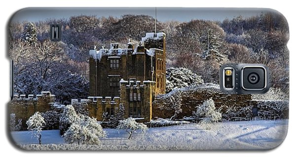 Galaxy S5 Case featuring the photograph Bothal Castle In Winter by Les Bell