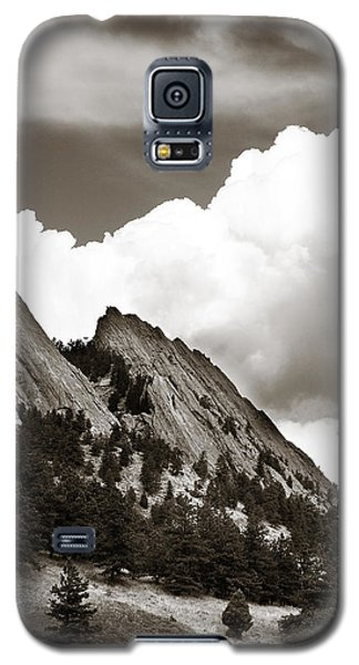 Large Cloud Over Flatirons Galaxy S5 Case by Marilyn Hunt