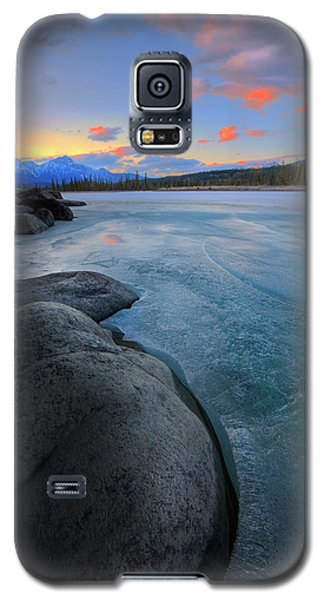 Galaxy S5 Case featuring the photograph Boulders And Ice On The Athabasca River by Dan Jurak