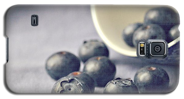 Galaxy S5 Case - Bowl Of Blueberries by Lyn Randle